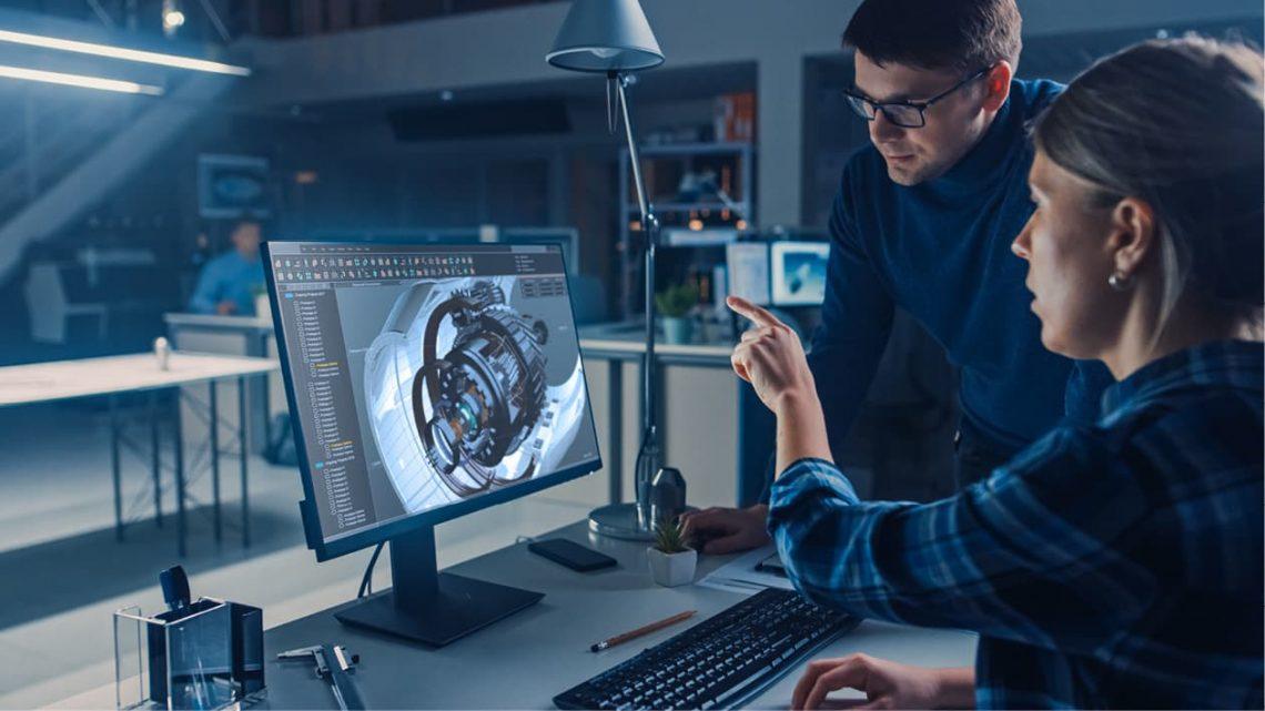 Zwei junge Kollegen betrachten eine digitale Modelldarstellung